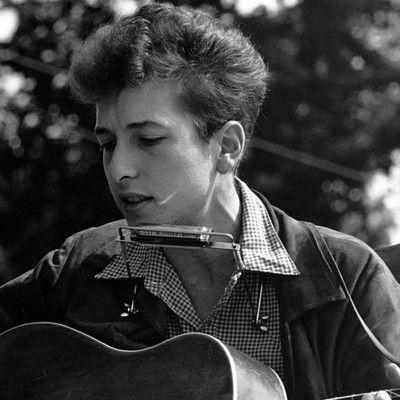Як насправді звали Боба Ділана? Роберт Аллен Циммерман! Боб Ділан народився в 1941 році в єврейській родині в Міннесоті. У 1979 році він став християнином. Однак, в 1997 році він визнав, що знаходить Бога тільки в музиці і ні в чому іншому.