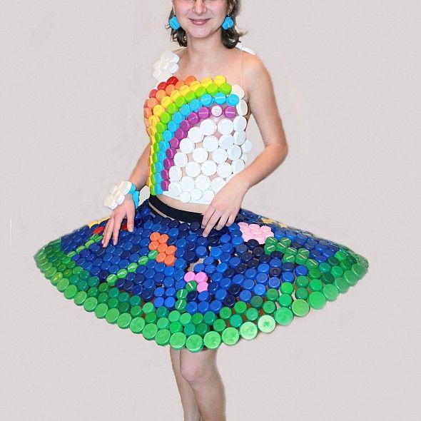 Suknia z nakrętek
