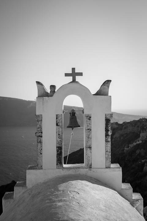 VISIT GREECE| Santorini Church in Black and White, Cyclades #Greece