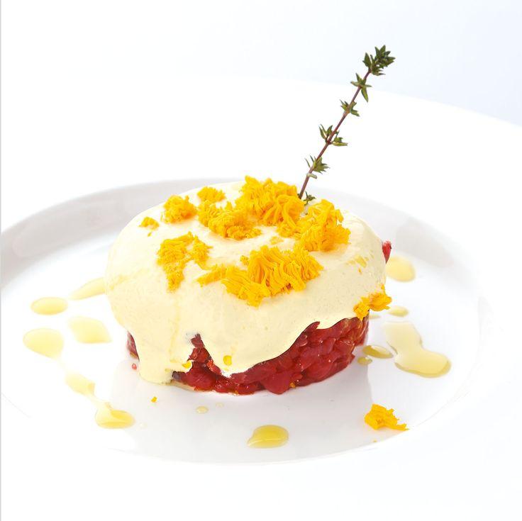 """""""Tartare di manzo con gelato alla senape e mimosa d'uovo"""" dello chef Maurizio Urso del Ristorante La Terrazza sul Mare del Grand Hotel di Ortigia (SR)  #lamadia #lamadiatravelfood #food"""