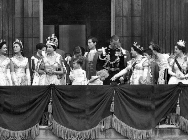 countess+coronation+robe | King-Father Jigme Singye Wangchuck of Bhutan {1974} (voluntarily ...