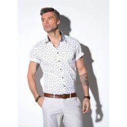 Koszula męska KASTOR (SLIM) z krótkim rękawem. Tkanina drukowana, zielone ptaszki na białym tle. Kołnierz klasyczny. Kontrastowe wnętrze stójki. Kontrastowe guziki. Skład: 100% bawełna.