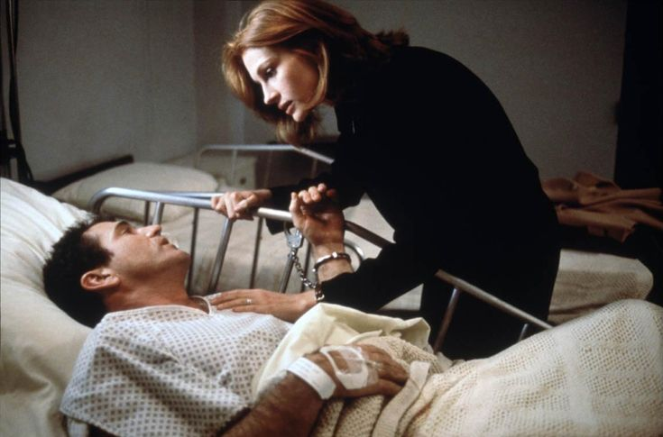 Mel Gibson and Julia Roberts in Conspiracy Theory directed by Richard Donner, 1997