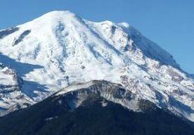 1-Jun-2014 11:36 - ZES BERGBEKLIMMERS VS OPGEGEVEN. Zes bergbeklimmers, die in de Amerikaanse staat Washington aan een beklimming bezig waren, worden vermist. Ze zijn waarschijnlijk gevallen, zegt een woordvoerder van het Mount Rainier National Park. Omdat ze zo'n val onmogelijk kunnen hebben overleefd, wordt de zoektocht naar de zes gestaakt. Op de berghelling zijn wel hun spullen gevonden. Woensdag had de groep voor het laatst contact met medewerkers van het park, dat in de regio rond...