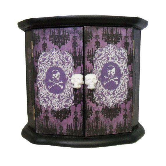 44 best images about gothic room on pinterest gothic for Skull home decor