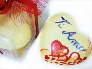 """Ecco come dire """"Ti amo"""" in modo dolcissimo! http://www.cioccolateriaveneziana.it/negozio/cuore-di-cioccolato-3d-bianco-ti-amo/"""
