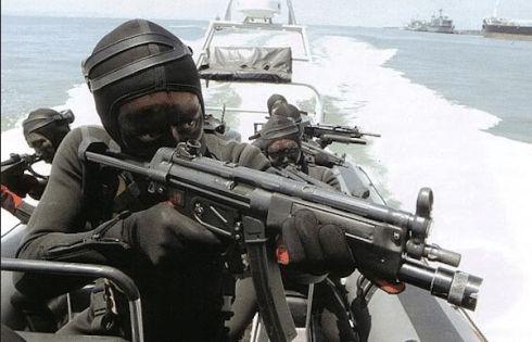 Salah satu materi latihan bersama antara Kopaska TNI AL dengan SSG Pakistan Navy…
