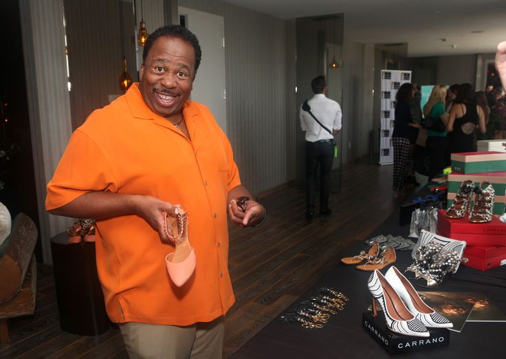 The Office's Leslie David Baker checking out some CARRANO flats at the Pre-Emmy Style Lounge!