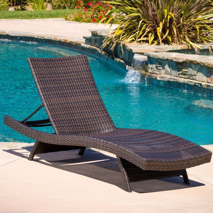 Beautiful Floating Pool Chaise Lounge Chairs