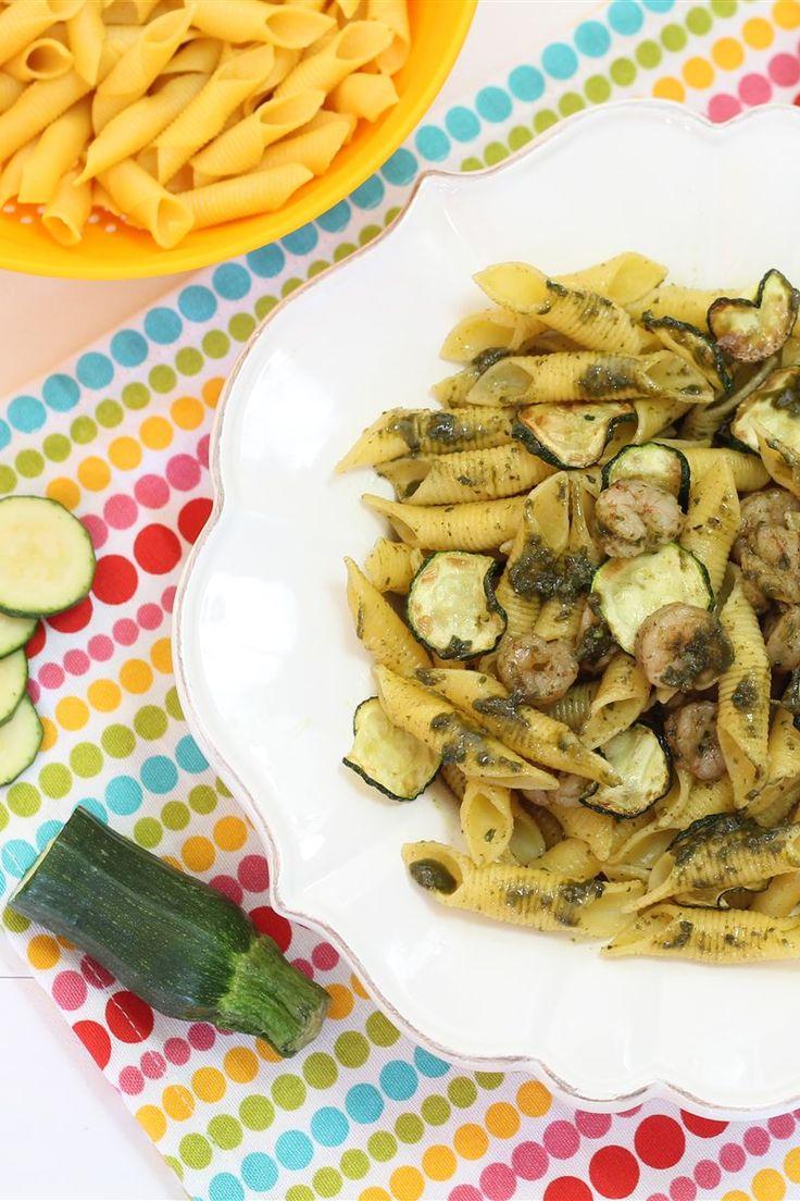 Garganelli con zucchine, gamberetti e pesto al basilico sono un primo saporito e ricco ma, sopratutto, semplice da preparare!