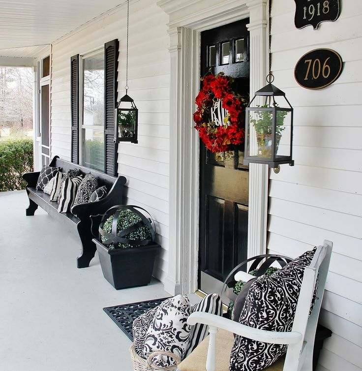 Here are some easy ideas for a mini front porch makeover from Thistlewood Farm.