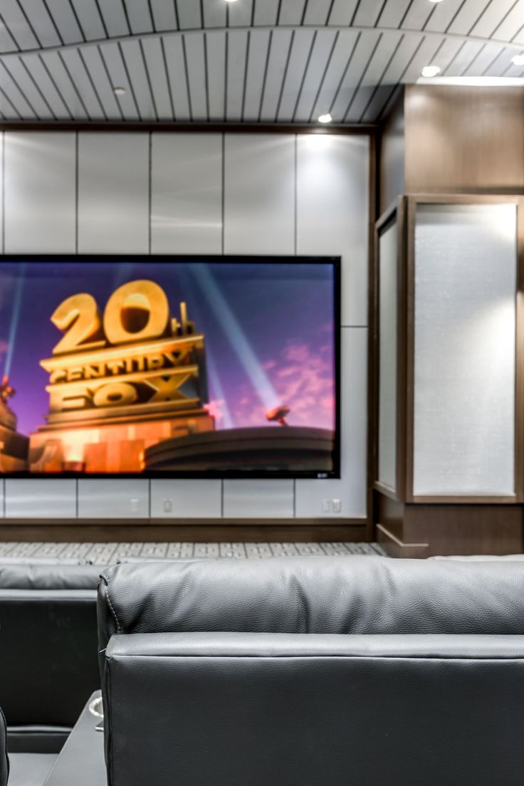 Why not enjoying a movie at your house in your own home theater? 🎥🍿  #donn…