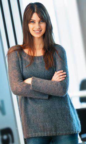 Den tynde, bløde sweater med vid halsudskæring smyger sig smuk om skikkelsen