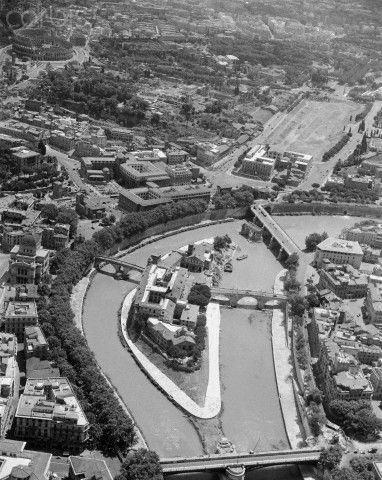 Aerial View of Isola Tiberina, Looking South - 1950 Roma   #TuscanyAgriturismoGiratola