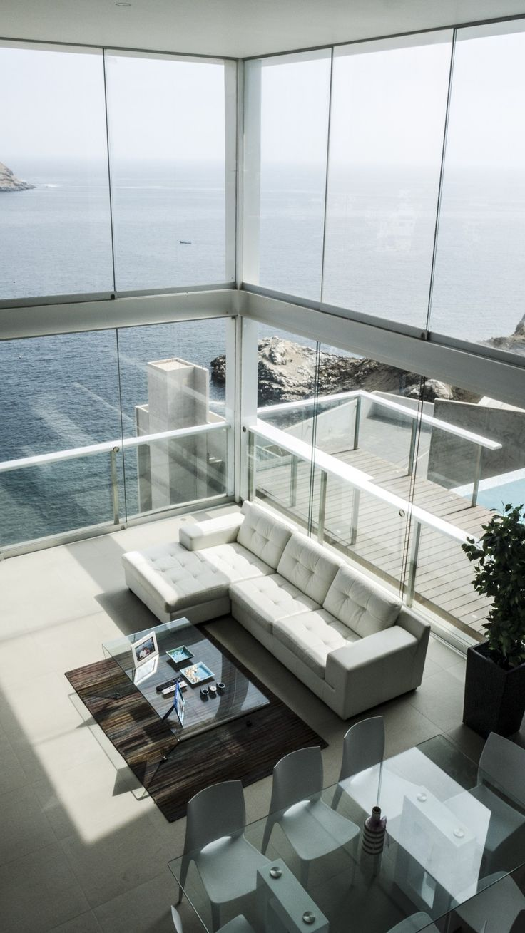 Extremely beautiful view even if not ur style of home can get use to for that view! Casa Pc / EDDICO