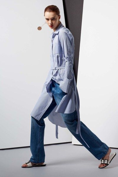 See the complete Tibi Resort 2017 collection.