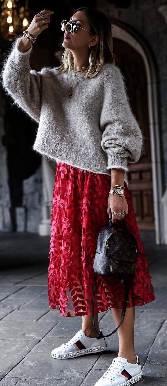 fashionable outfit / nude sweater + bag + red skirt + sneakers