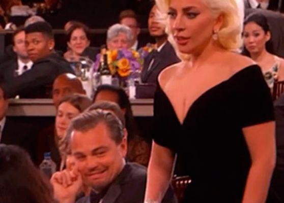 Dimanche soir, Lady Gaga a gagné un prix lors de la cérémonie des Golden Globes qui s'est tenue à Los Angeles. En allant récupérer son trophée, la star a frôlé Leonardo DiCaprio. Et sa réaction, aussi marrante qu'inattendue a fait rire toute la Toile.