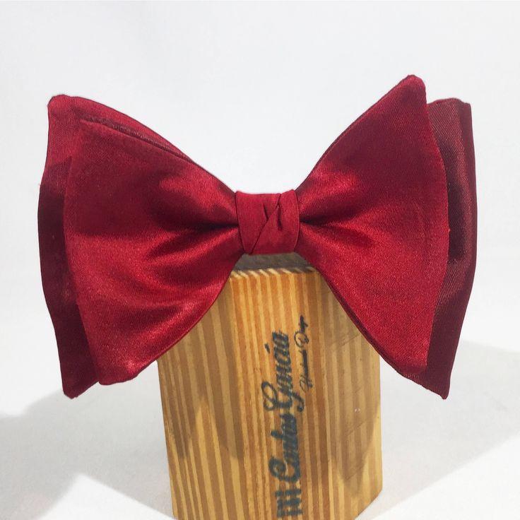 Un favorito personal de mi tienda de Etsy https://www.etsy.com/es/listing/560922513/pajarita-elegante-mariposa-rouge-noir