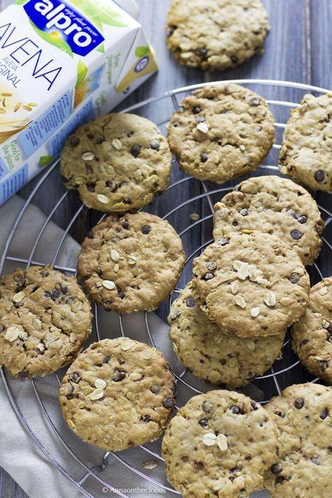 Biscotti all'avena e cioccolato vegani | Anna On The Clouds