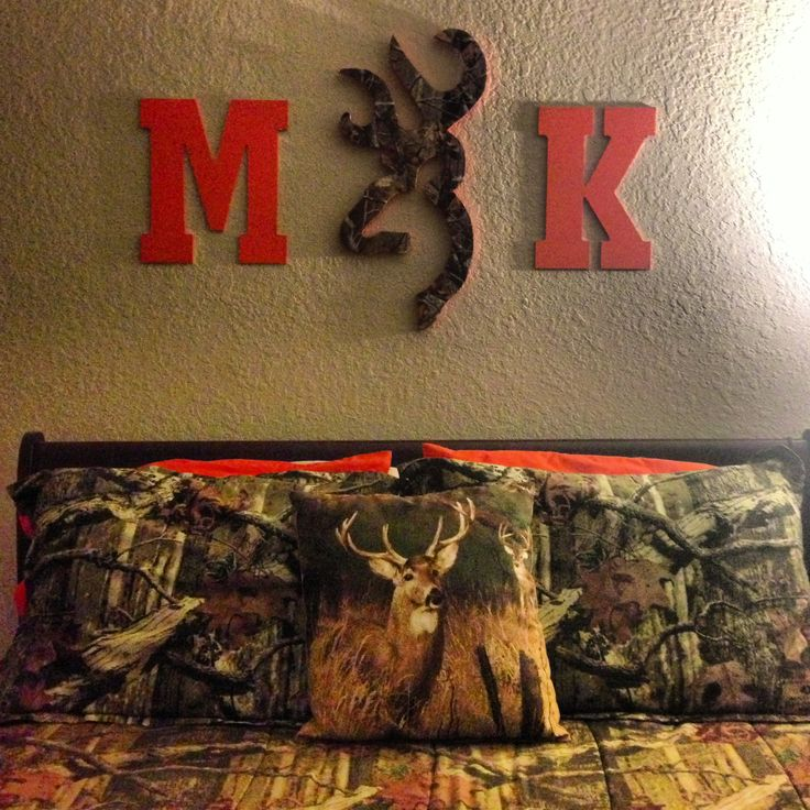 Camo bedroom with hunter orange touchesBest 25  Camo bedrooms ideas only on Pinterest   Camo rooms  Camo  . Mossy Oak Bedroom Accessories. Home Design Ideas