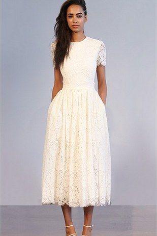 Este tesoro a la pantorrilla.   39 vestidos de novia con detalles de espalda maravillosos que te van a dejar con la boca abierta