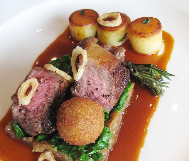 Skotsk lam er blandt verdens mest udsøgte lammekød. Få opskriften fra Michelin-restauranten The Kitchin i Skotland.