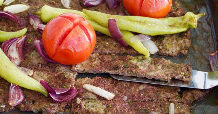 Busenkel kebab som du gör enkelt i långpannan. Perfekt att bjuda middagsgästerna på!