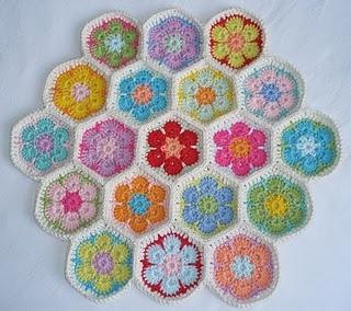 More yummy crochet motifs from: http://karinaandehaak.blogspot.com/2010/04/na-een-gezellig-pasen.html