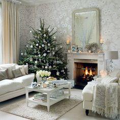 Shabby Chic Wohnzimmer Ideen Einrichtung Couchtisch Vintage Mustertapete Floral Weihnachtsbaum