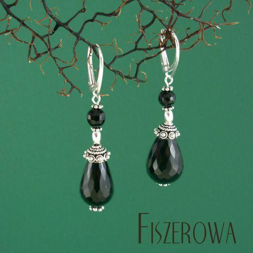 FISZEROWA - Baroque == Kolczyki wykonane z okazałych, fasetowanych kropli i kul onyksu oraz srebra.  Długość całkowita kolczyków: 5,5 cm.