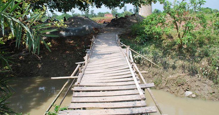 ¿Qué diseños de puentes son los más fuertes para proyectos de ciencias?. En el mundo real, se eligen diferentes tipos de puentes en base a cómo se van a utilizar, y el tipo de materiales que están disponibles. Por ejemplo, los puentes de hoy en día son muy diferentes de los puentes construidos durante la época del Renacimiento. Hay varios diseños de grandes puentes para elegir, pero sólo unos pocos son capaces de ser ...