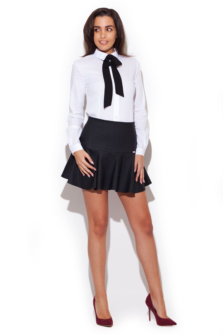 Spódnica mini z wysokim stanem i kolorze czarnym