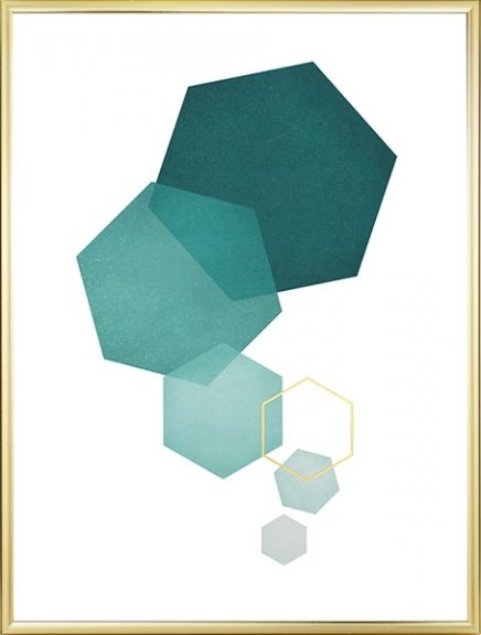 Trendy, graphic poster with hexagons in petrol and gold. The golden hexagon is printed in gold foil and the result is a surface that really shines and shimmer! The poster looks good in combination with other, similar posters from our category Gold and silver. www.desenio.com