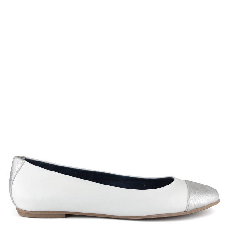 Fehér-ezüst Tamaris balerina cipő | ChiX.hu cipő webáruház Fehér-ezüst színkombinációjú Tamaris balerina cipő bőr felsőrésszel és kényelmes gumi talppal. Márka: Tamaris Szín: White/Silver Modellszám: 1-22114-24 195