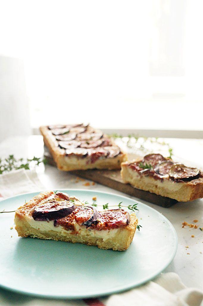 Tarta z figami do której możemy wykorzystać nie tylko figi ale również śliwki. Całość jest zapiekana razem z kremem. Coś pysznego!