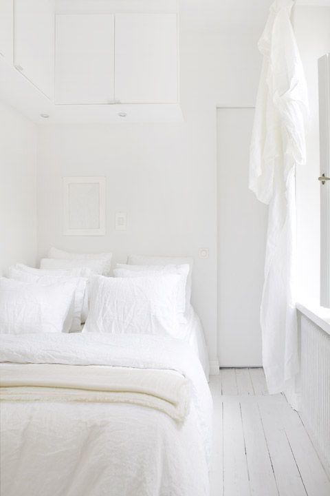 White White And White Via Coco Lapine Design Small White Bedroomssmall