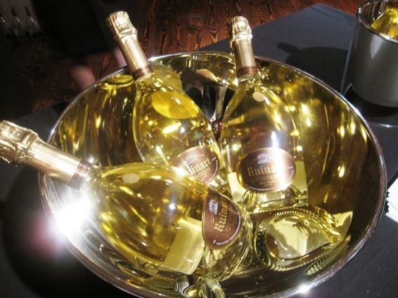 Ruinart Est Le Champagne A La Mode Champagne Paris Ruinart Blanc De Blancs Table Mariage Rose Champagne Blanc De Blanc