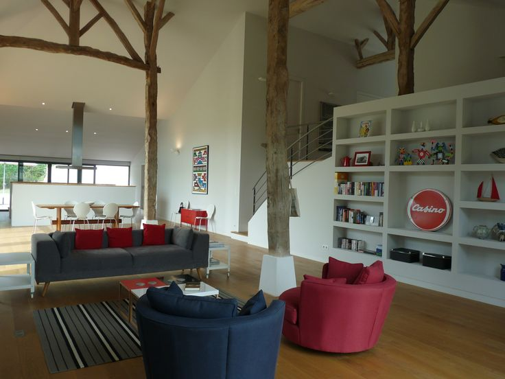 Beautiful living room in this converted barn!  #interiordesign #barn #leggettimmobilier