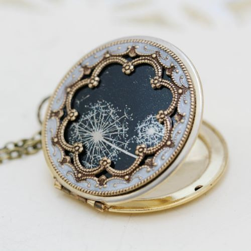 Sterling Silver and Gold, White Gold Locket Necklace for Mom or Girlfriend with charm. Find a unique selection of stunning locket necklaces. - http://www.ringtoperfection.com/locket-necklace/