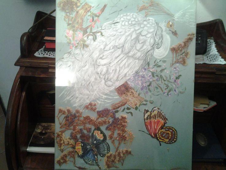 Pavone dipinto su seta con inserto di fiori secchi.Incorniciato con cornice agiorno. Dicembre 2010.