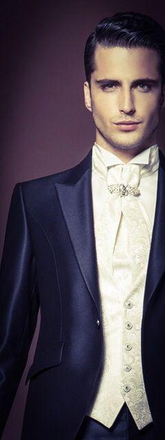 Stile italiano...per essere perfetti! (Abiti Carlo Pignatelli) www.tosettisposa.it #wedding #weddingdress #tosetti #abitidasposo #abitidacerimonia #abiti  #tosettisposa #abitidasposa #nozze #abiti da sposo #bride #alessandrotosetti #carlopignatelli #domoadami #nicole #pronovias #alessandrarinaudo# زواج #брак #فساتين زفاف #Свадебное платье #حفل زفاف في إيطاليا #Свадьба в Италии