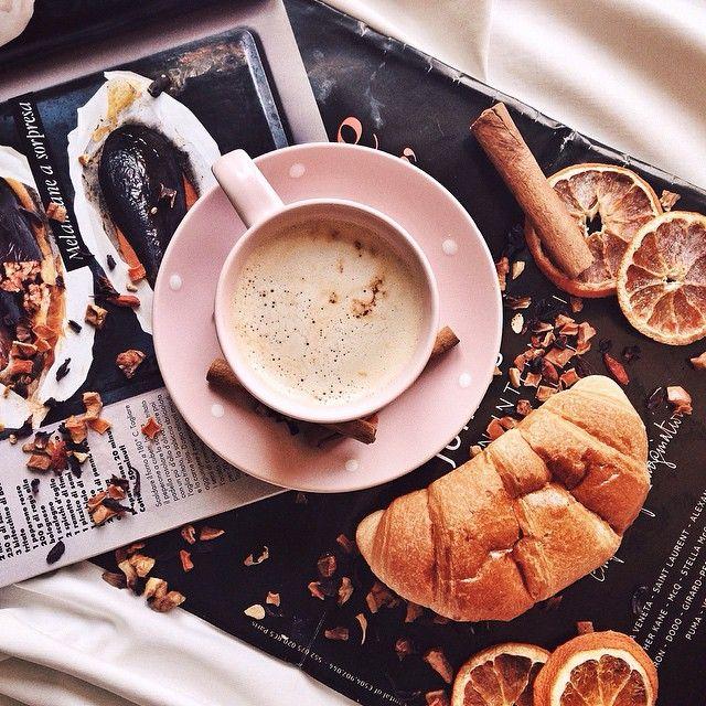 Good sweet morning 💞🌸 How are you? Wish you a wonderful day 🌸🌷 Доброе утро мои хорошие! Сегодня уже четверг! Наконец то! Каждый день просыпаюсь с мыслью что сегодня уже пятница..😂 Еще чуть чуть и выходные! Что то я устала 🙈 Ну а как может начаться день, если с утра не выпить чашечку любимого кофеечка , не съесть вкусняшку и не послушать пару веселых песенок, типа хоп хэй ла ла лэй🎧 ? 😂 Это же вооон как заряжает 💪 ( хоть и не надолго😂) А вообще как то просыпаться полегче стало , все…