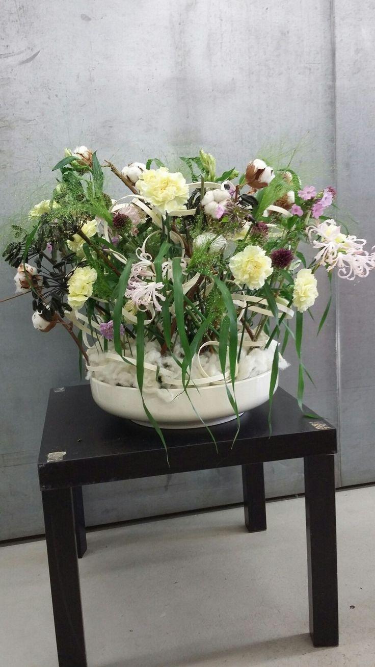 Kukka-asetelma vapaa-asettelulla