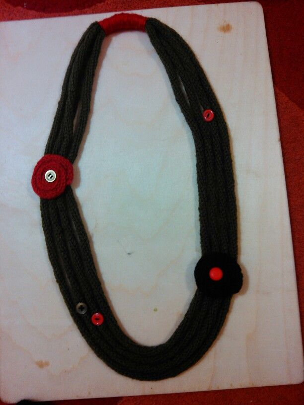 i-cord necklace with red and black motives (spool knitting)
