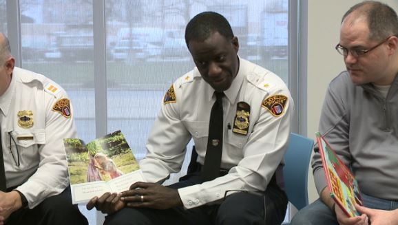 Cleveland police chief reads to children at police station