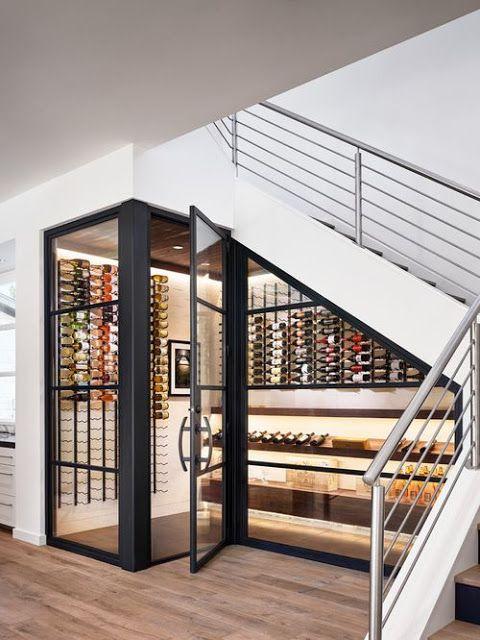 Pellmell Créations: Aménagement : une cave à vin sous l'escalier