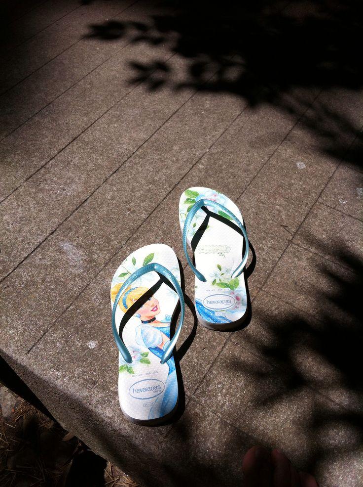 Walking in my shoes - havaianas Cinderela