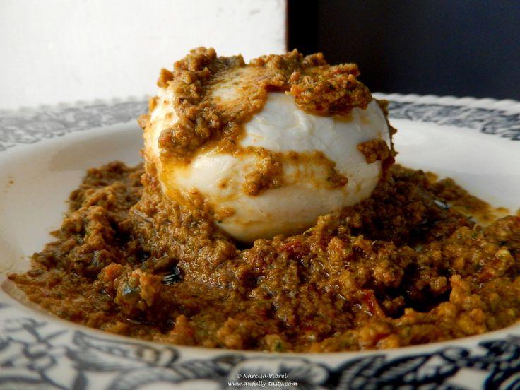 Mozzarella cu pesto roșu.  Mozzarella with red pesto.