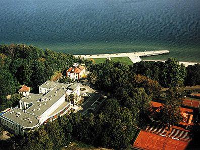 Hotel Nadmorski w Gdyni z lotu ptaka. Hotel konferencyjny, sala konferencyjna dla 400 osób. Więcej szczegółów: http://www.konferencje.pl/obiekty/obiekt,666,hotel-nadmorski.html #konferencjenadmorzem, #konferencjegdynia, #salekonferencyjne, #gdyniam @Mike Mann